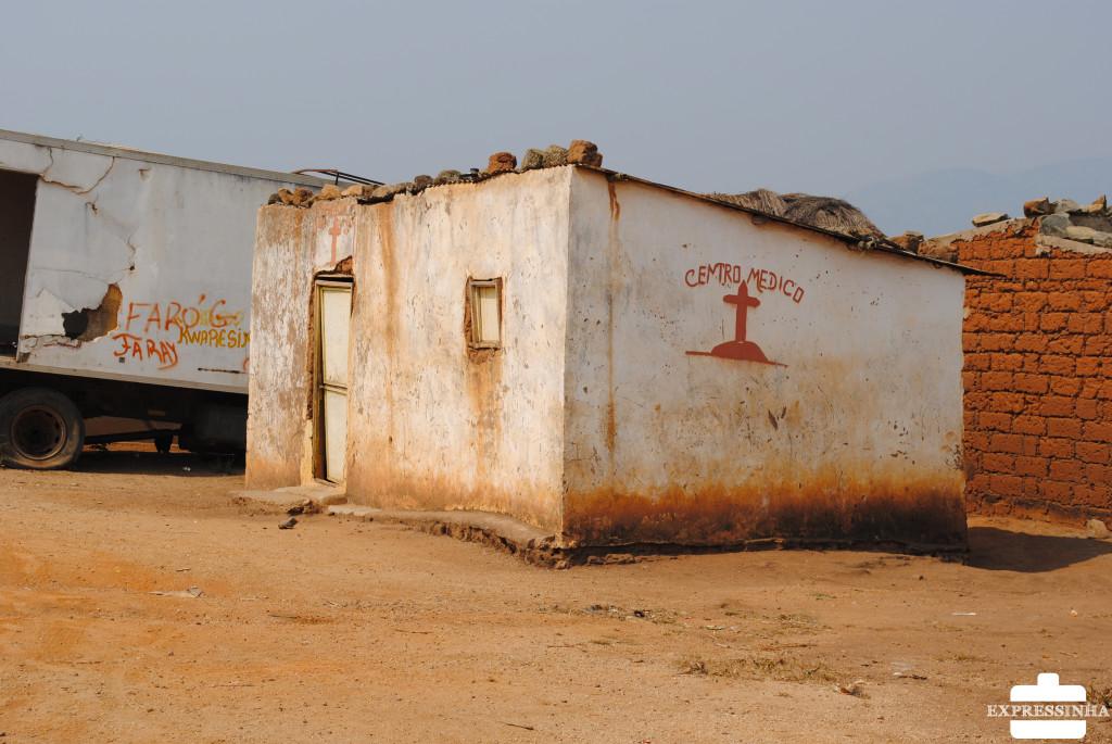 Sem susto! Apenas um posto de saúde abandonado na estrada!