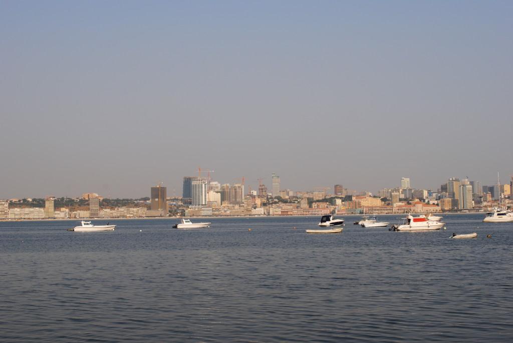 Expressinha Angola Luanda Vista do Cais de Quatro Ilha Baía