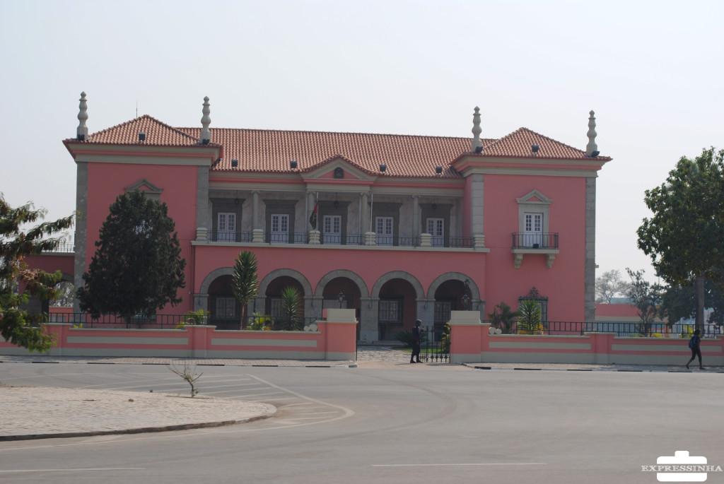 Expressinha Angola Huambo Praça