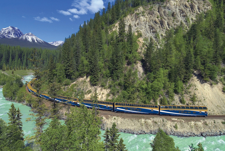 The Canadian. Foto by Marcia Biggs: http://www.tampabay.com/features/travel/rocky-mountaineer-takes-riders-through-canadas-natural-beauty/2189686